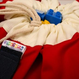 Crvena-Bebarama-vreca-za-Lego-kocke-i-igracke-krupni-plan