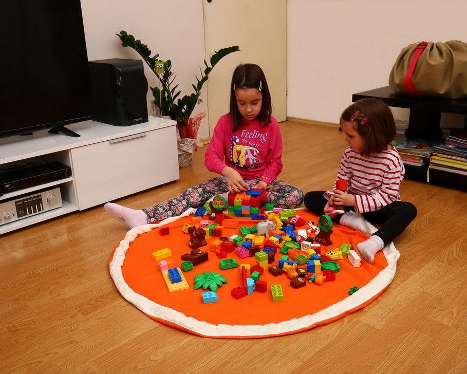 Deca se igraju u Bebarama vreći za Lego kocke i igračke